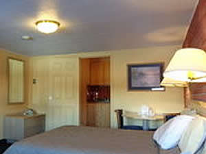 Deluxe 1 Queen with Kitchen Sherpa Western Inn Gunnison CO
